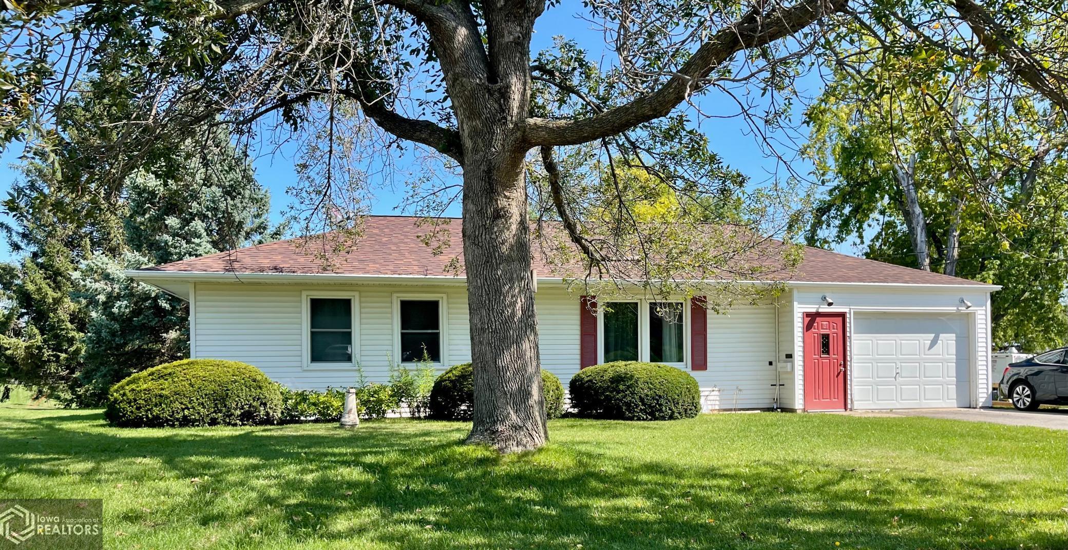3 Edgeland, Marshalltown, Iowa 50158-4216, 3 Bedrooms Bedrooms, ,1 BathroomBathrooms,Single Family,For Sale,Edgeland,6096041