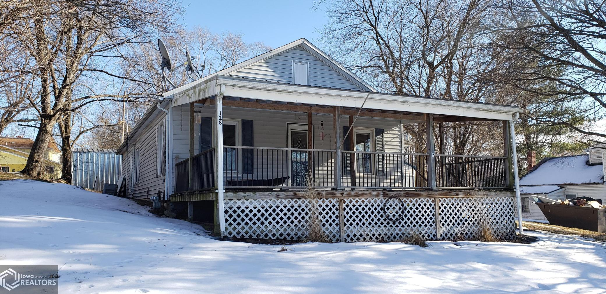 128 2nd St, Oquawka, Illinois 61469, 3 Bedrooms Bedrooms, ,1 BathroomBathrooms,Single Family,For Sale,2nd St,5704042