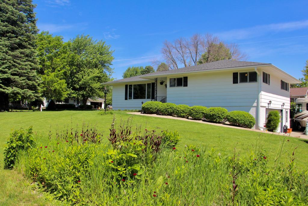 203 13th, Grinnell, Iowa 50112-2625, 3 Bedrooms Bedrooms, ,1 BathroomBathrooms,Single Family,For Sale,13th,5577053