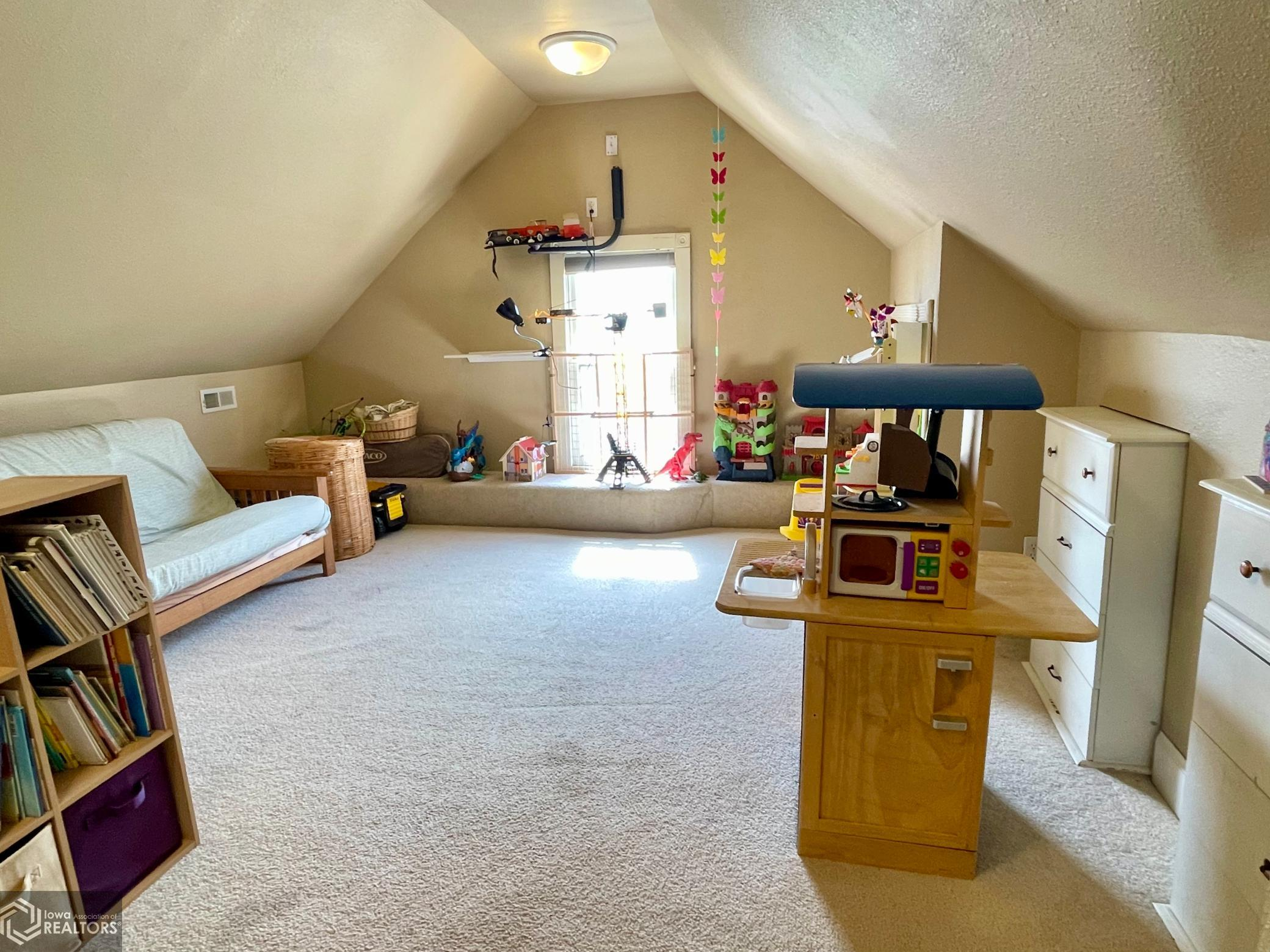 525 Broad, Grinnell, Iowa 50112-2410, 5 Bedrooms Bedrooms, ,2 BathroomsBathrooms,Single Family,For Sale,Broad,6002087
