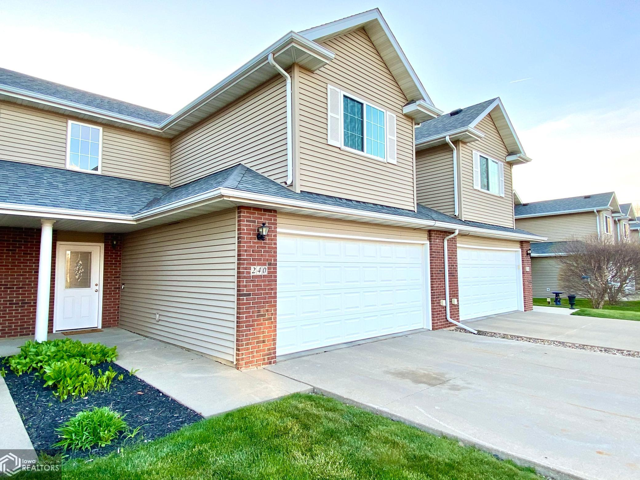 240 4th, Grinnell, Iowa 50112-1975, 3 Bedrooms Bedrooms, ,2 BathroomsBathrooms,Single Family,For Sale,4th,5749102