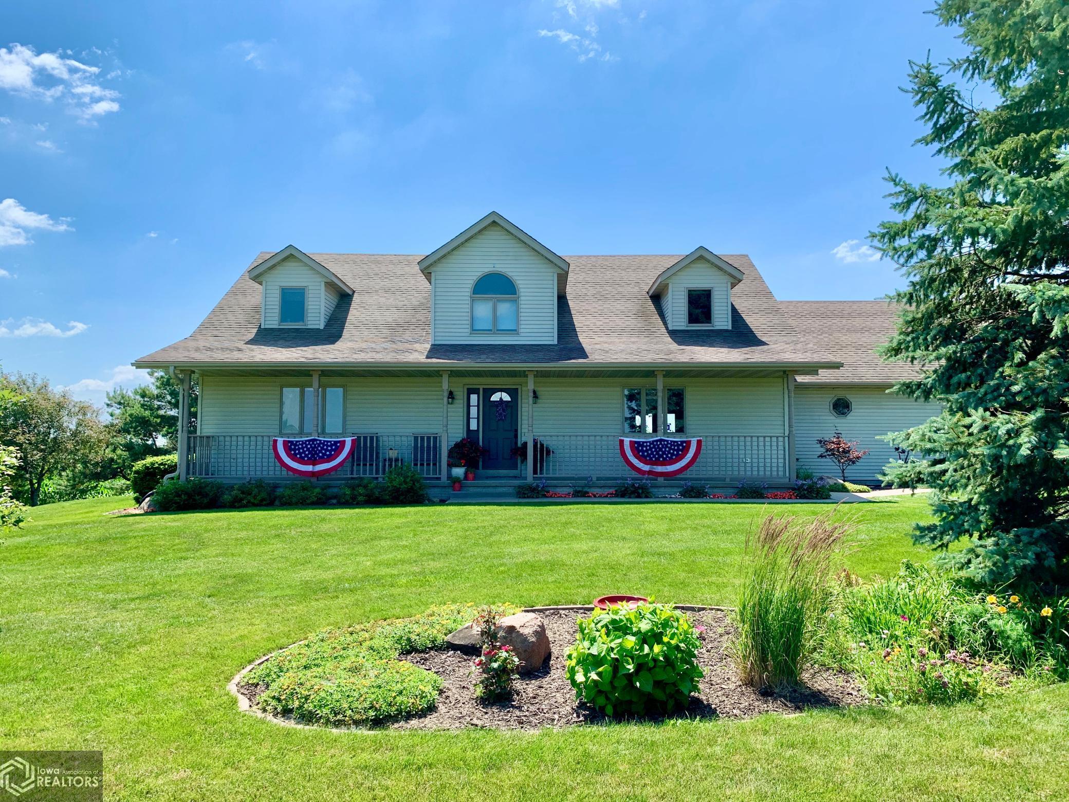 256 Newburg, Grinnell, Iowa 50112-8306, 4 Bedrooms Bedrooms, ,2 BathroomsBathrooms,Single Family,For Sale,Newburg,5726109