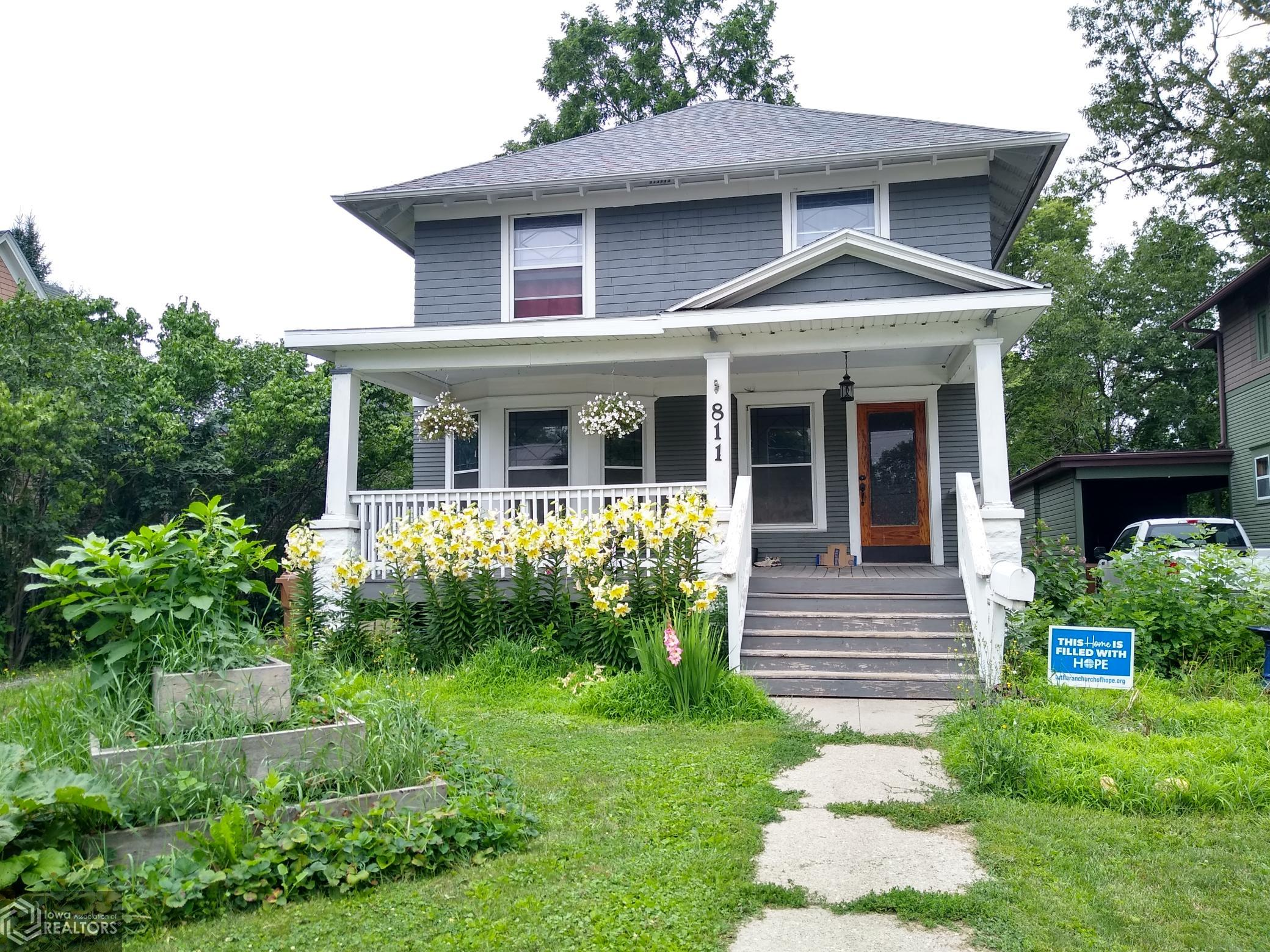 811 8th, Grinnell, Iowa 50112-1620, 4 Bedrooms Bedrooms, ,1 BathroomBathrooms,Single Family,For Sale,8th,6016113