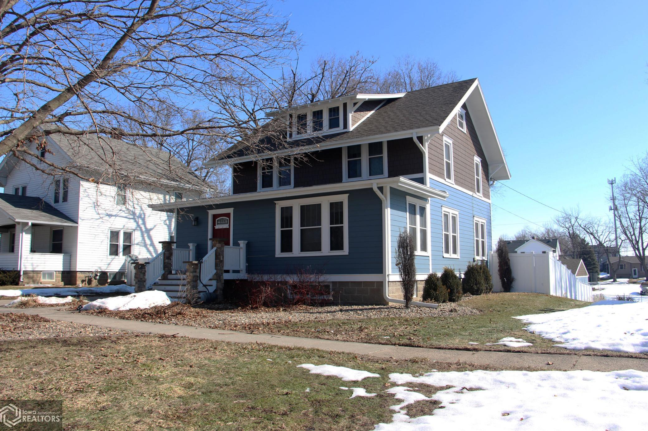 914 Center, Grinnell, Iowa 50112-1961, 4 Bedrooms Bedrooms, ,1 BathroomBathrooms,Single Family,For Sale,Center,5720148