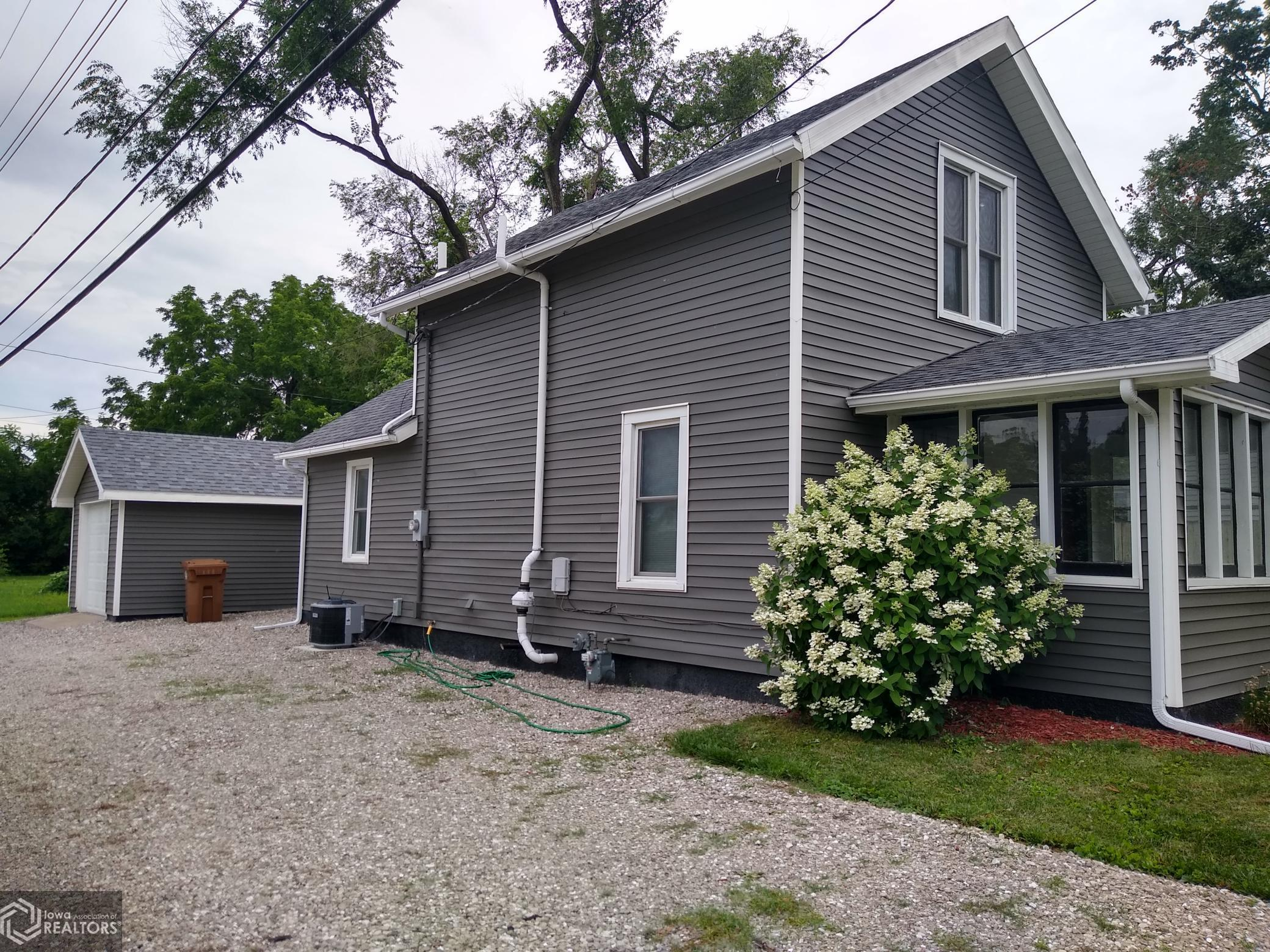 1212 3rd, Grinnell, Iowa 50112-2115, 2 Bedrooms Bedrooms, ,1 BathroomBathrooms,Single Family,For Sale,3rd,6027163