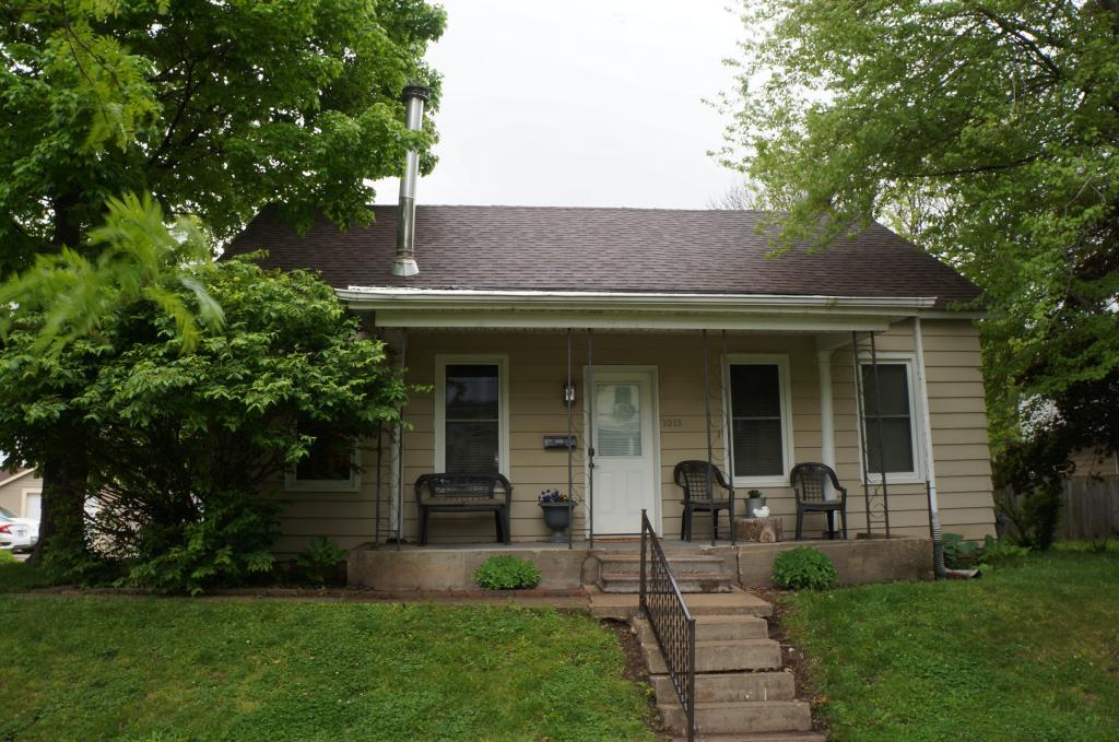 1015 Central, Burlington, Iowa 52601-4858, 4 Bedrooms Bedrooms, ,1 BathroomBathrooms,Single Family,For Sale,Central,5569169