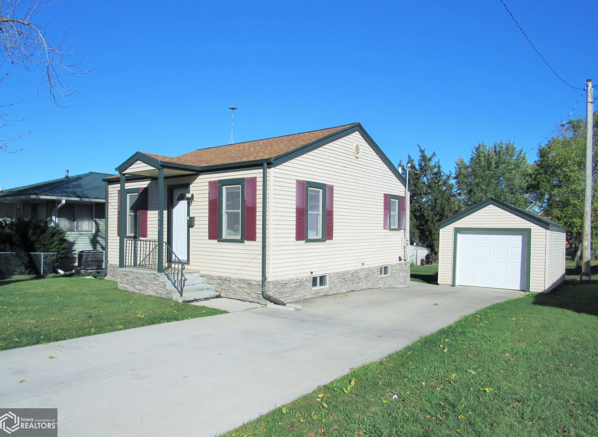 1419 Linn, Marshalltown, Iowa 50158-2455, 2 Bedrooms Bedrooms, ,Single Family,For Sale,Linn,6114192