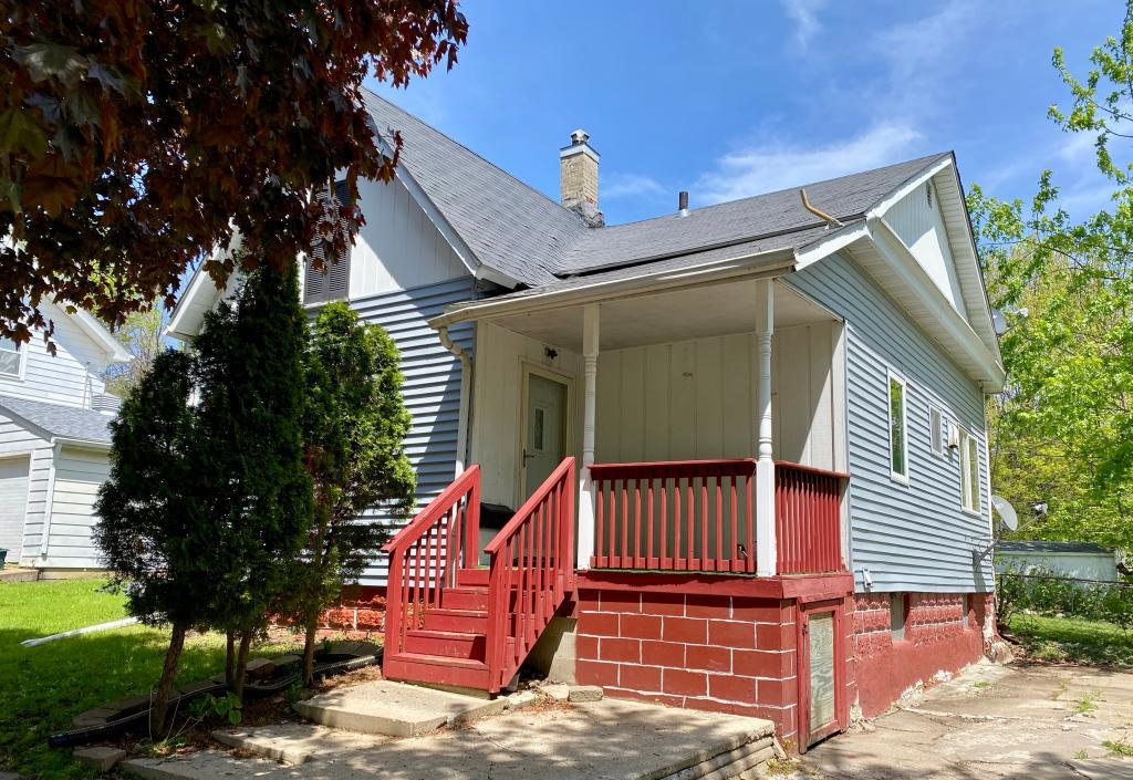 204 5th, Marshalltown, Iowa 50158-2936, 2 Bedrooms Bedrooms, ,1 BathroomBathrooms,Single Family,For Sale,5th,5568225