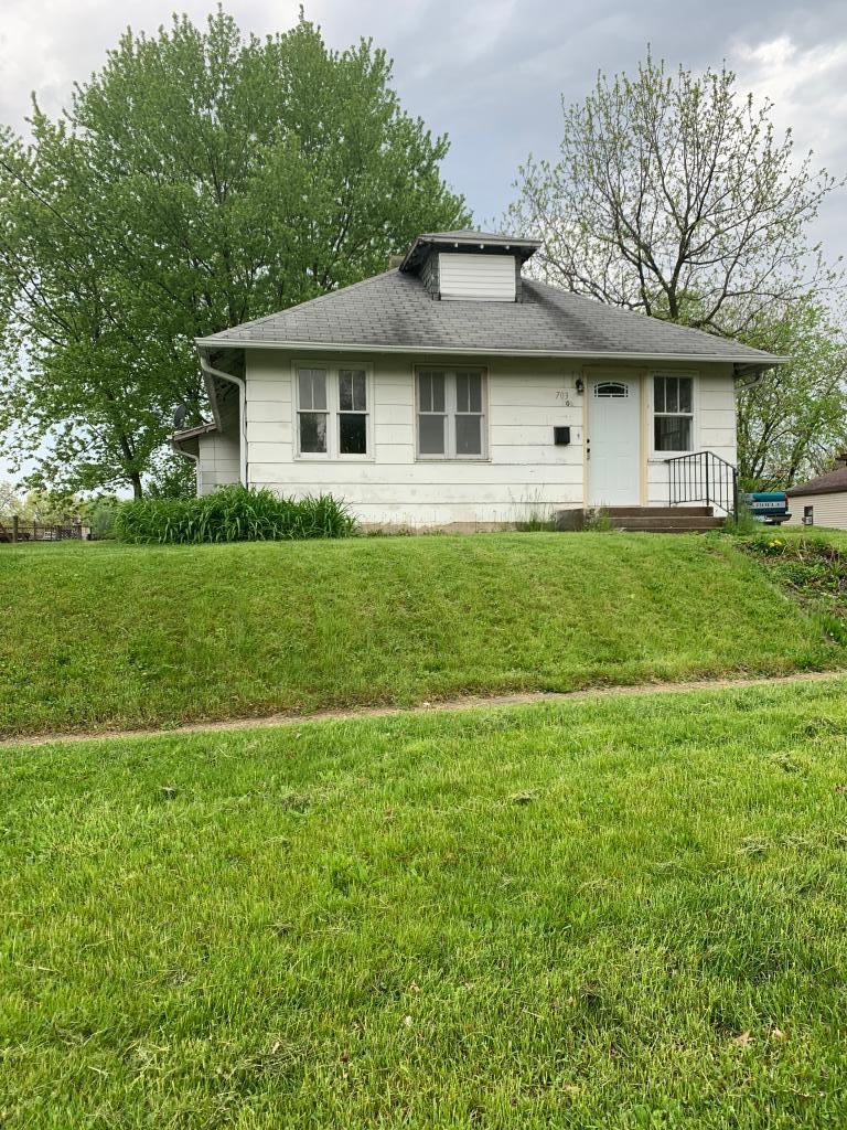 703 8th, Newton, Iowa 50208-8090, 3 Bedrooms Bedrooms, ,1 BathroomBathrooms,Single Family,For Sale,8th,5567250