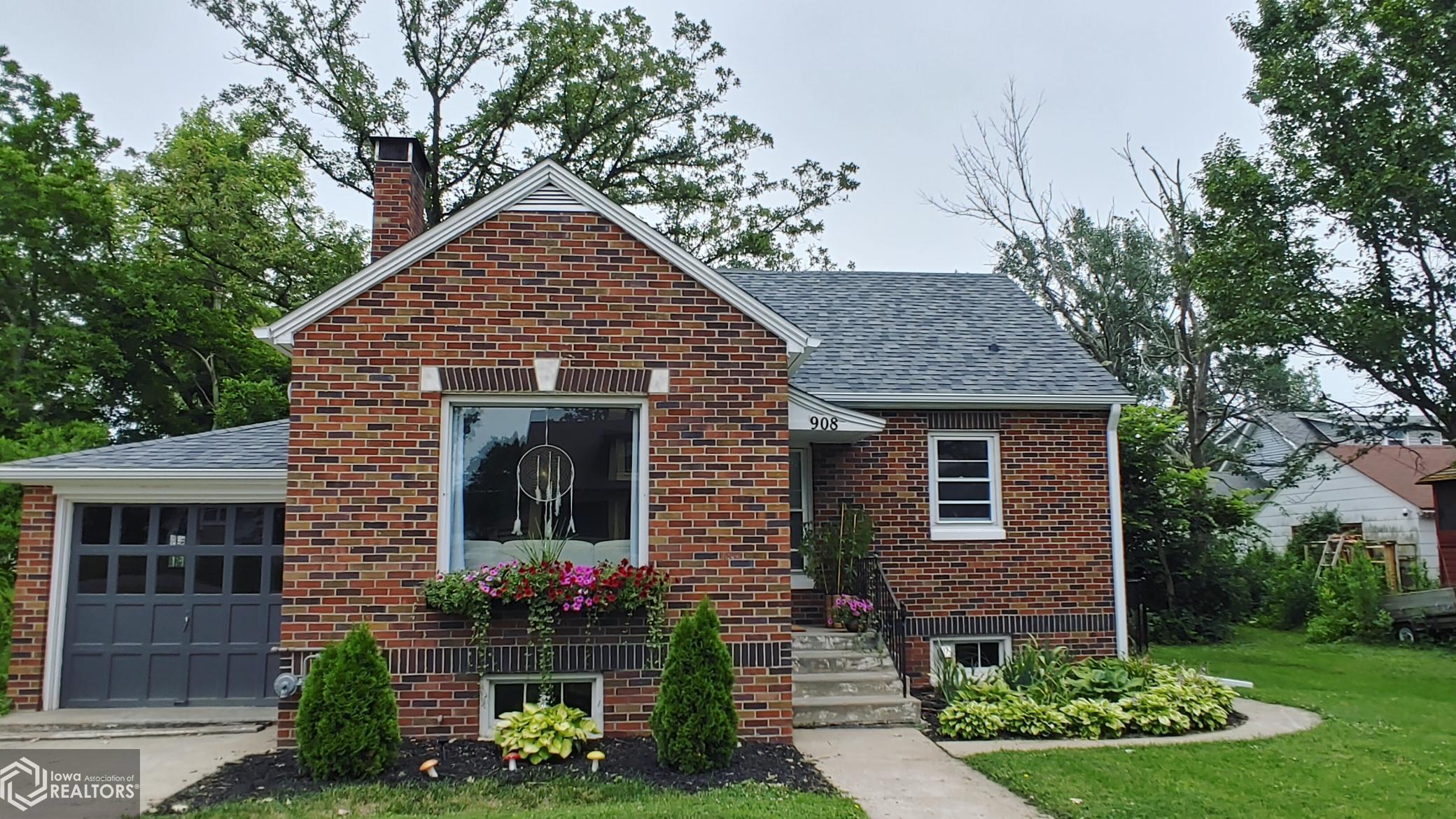908 Elm, Grinnell, Iowa 50112-2035, 3 Bedrooms Bedrooms, ,1 BathroomBathrooms,Single Family,For Sale,Elm,6024297