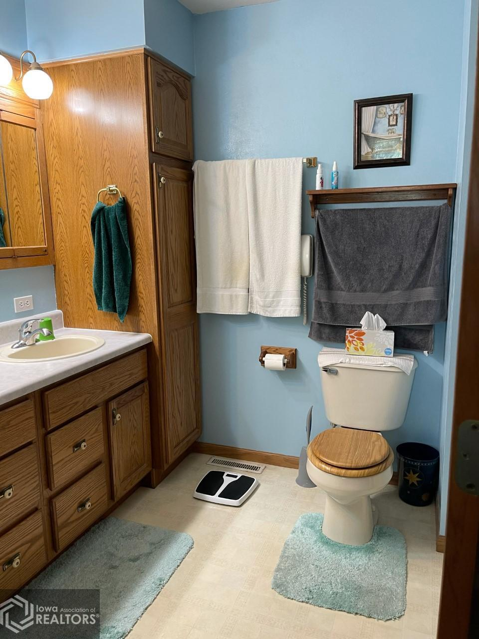 218 5th, Grinnell, Iowa 50112-1837, 4 Bedrooms Bedrooms, ,2 BathroomsBathrooms,Single Family,For Sale,5th,6024348