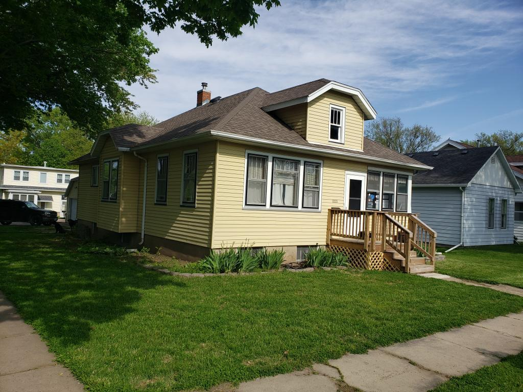1100 8th, Burlington, Iowa 52601-5946, 3 Bedrooms Bedrooms, ,1 BathroomBathrooms,Single Family,For Sale,8th,5565409