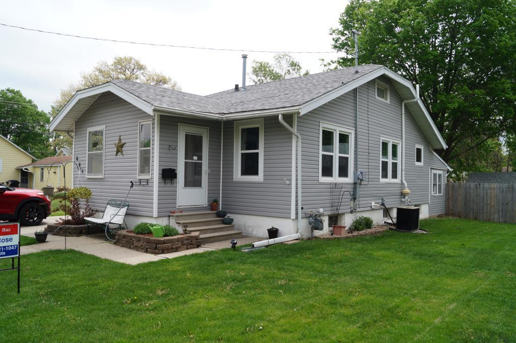 609 8th, Newton, Iowa 50208-2165, 2 Bedrooms Bedrooms, ,1 BathroomBathrooms,Single Family,For Sale,8th,5565420