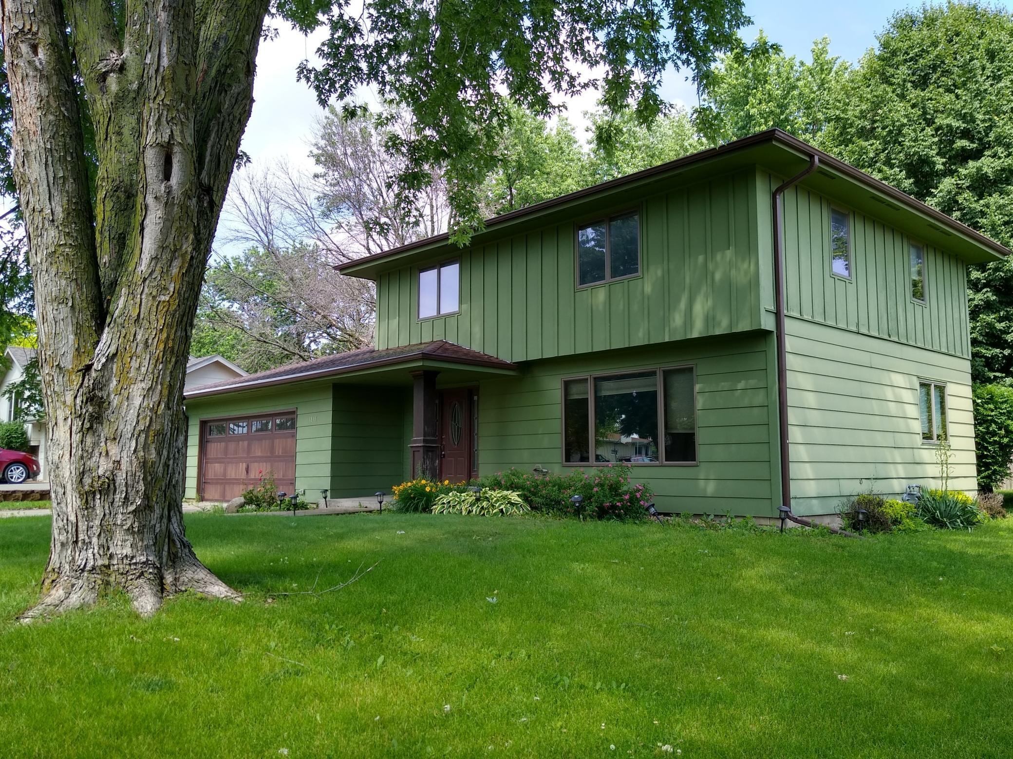 1810 Sunset, Grinnell, Iowa 50112, 3 Bedrooms Bedrooms, ,2 BathroomsBathrooms,Single Family,For Sale,Sunset,5462426