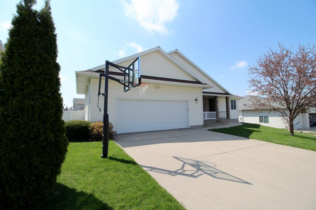 2001 Reed, Grinnell, Iowa 50112-1031, 4 Bedrooms Bedrooms, ,3 BathroomsBathrooms,Single Family,For Sale,Reed,5484448