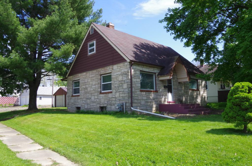 1700 Central, Burlington, Iowa 52601-0007, 3 Bedrooms Bedrooms, ,1 BathroomBathrooms,Single Family,For Sale,Central,5565459