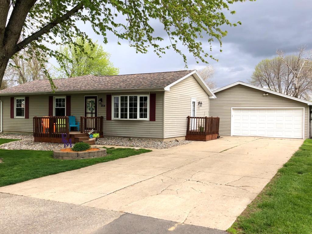 204 Grandview, Le Grand, Iowa 50142-7766, 4 Bedrooms Bedrooms, ,2 BathroomsBathrooms,Single Family,For Sale,Grandview,5564467
