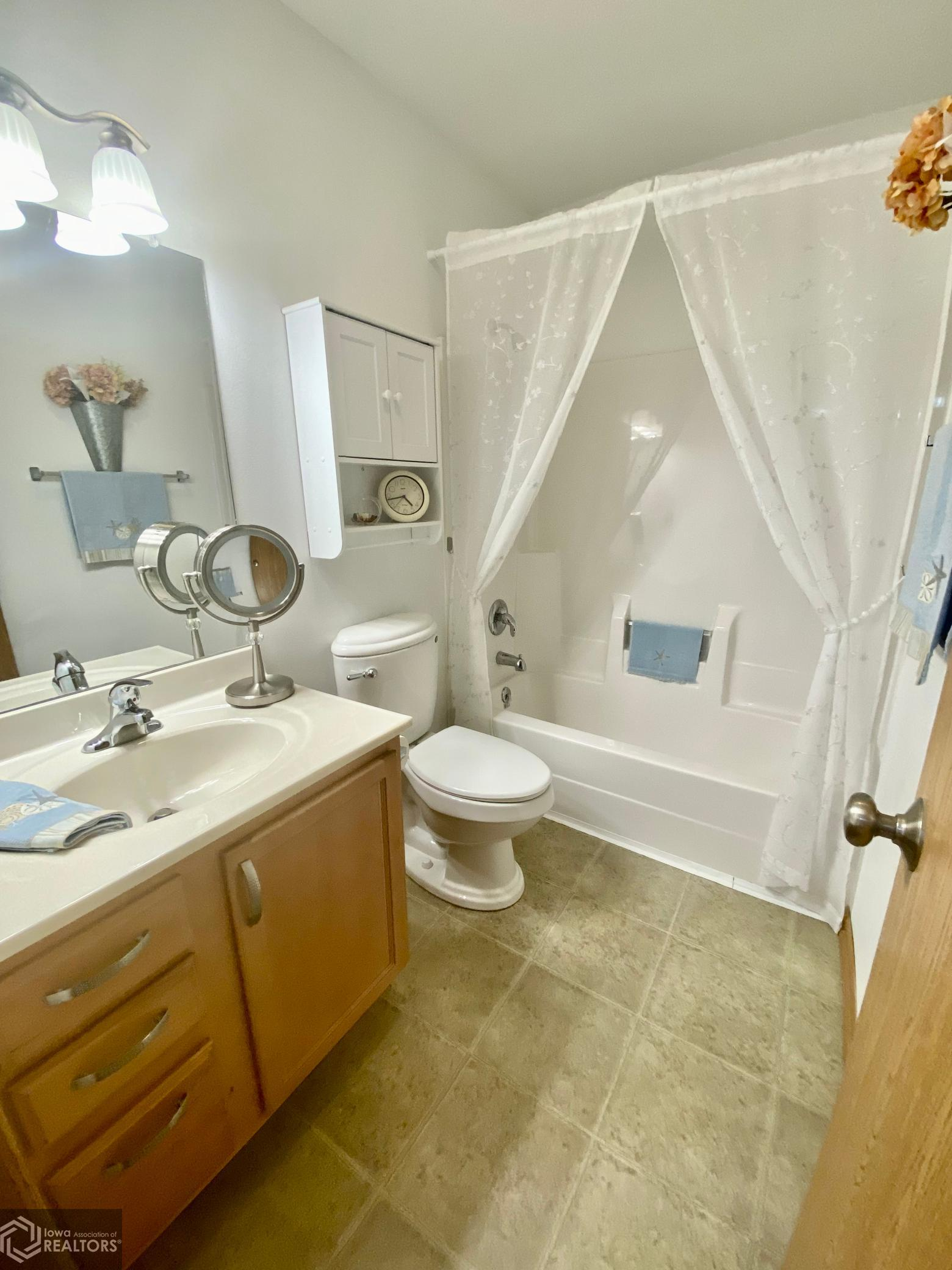 238 4th, Grinnell, Iowa 50112-1975, 3 Bedrooms Bedrooms, ,2 BathroomsBathrooms,Single Family,For Sale,4th,6093472