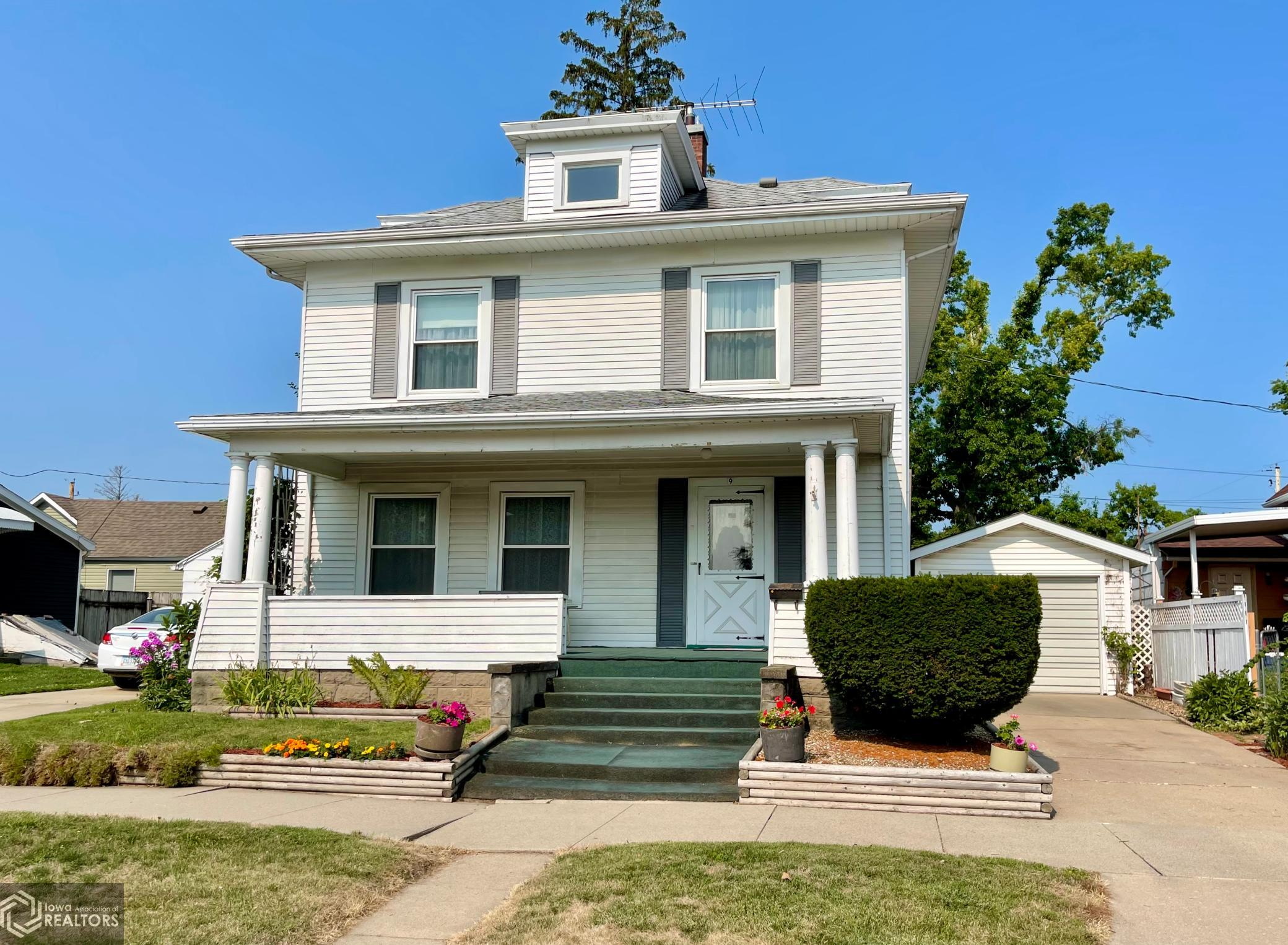 9 7th, Marshalltown, Iowa 50158-3361, 3 Bedrooms Bedrooms, ,1 BathroomBathrooms,Single Family,For Sale,7th,6027504