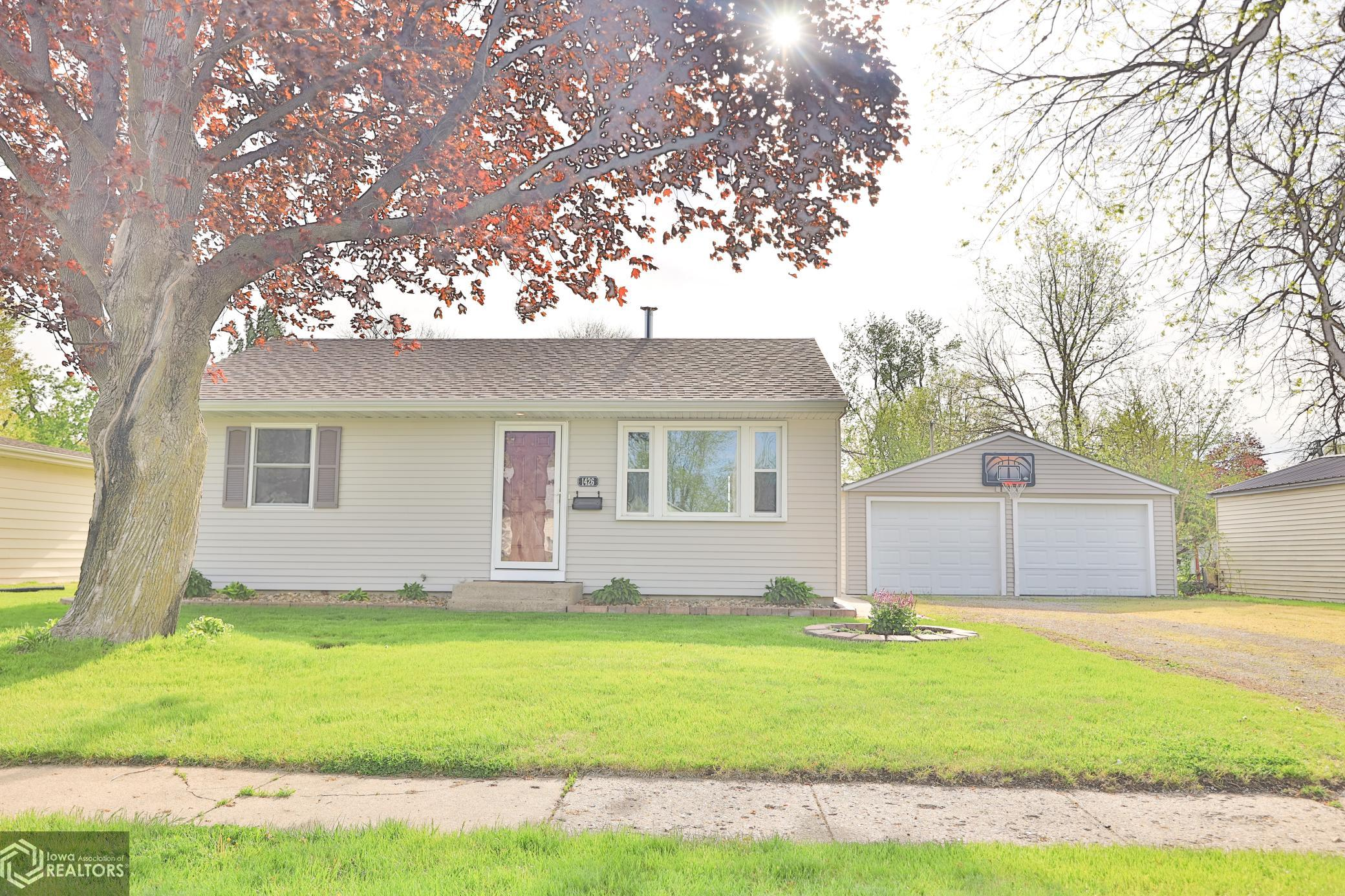 1426 Prince, Grinnell, Iowa 50112-1331, 2 Bedrooms Bedrooms, ,1 BathroomBathrooms,Single Family,For Sale,Prince,5751519