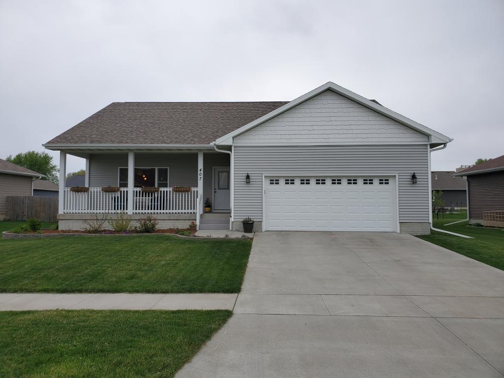 407 Pleasantview, Prairie City, Iowa 50228-8826, 4 Bedrooms Bedrooms, ,3 BathroomsBathrooms,Single Family,For Sale,Pleasantview,5563526