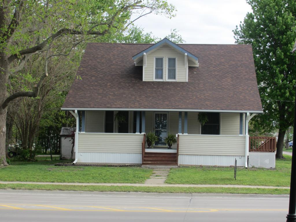 1011 Washington, Mount Pleasant, Iowa 52641-2820, 3 Bedrooms Bedrooms, ,1 BathroomBathrooms,Single Family,For Sale,Washington,5564535