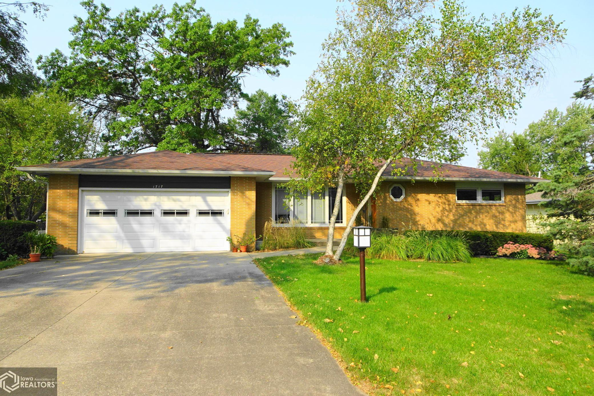 1717 Manor Drive, Grinnell, Iowa 50112, 3 Bedrooms Bedrooms, ,1 BathroomBathrooms,Single Family,For Sale,Manor Drive,5661536