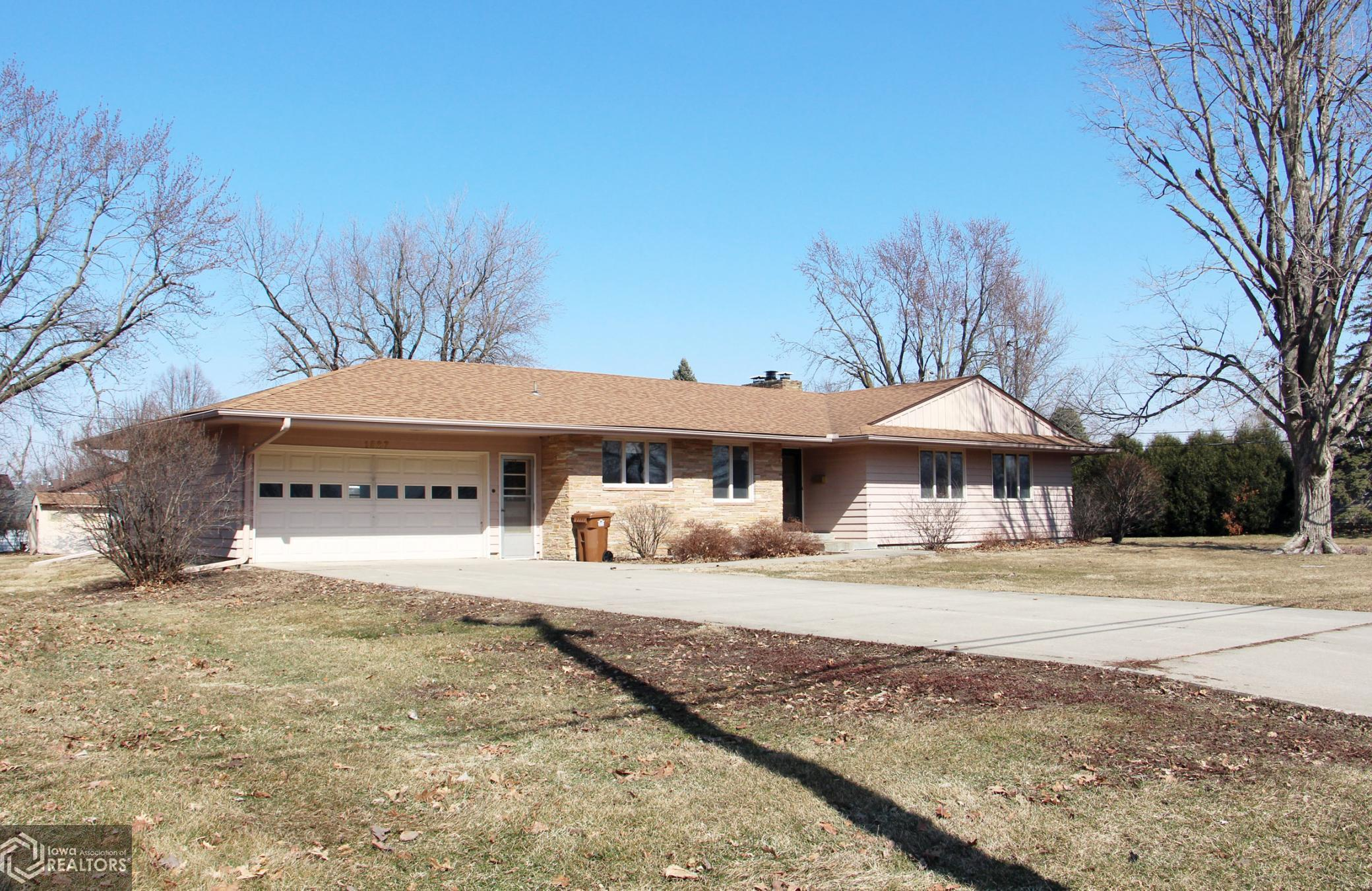 1527 10th, Grinnell, Iowa 50112-1215, 3 Bedrooms Bedrooms, ,1 BathroomBathrooms,Single Family,For Sale,10th,5723536