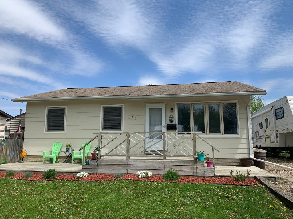 411 15th, Marshalltown, Iowa 50158-2226, 3 Bedrooms Bedrooms, ,Single Family,For Sale,15th,5565544