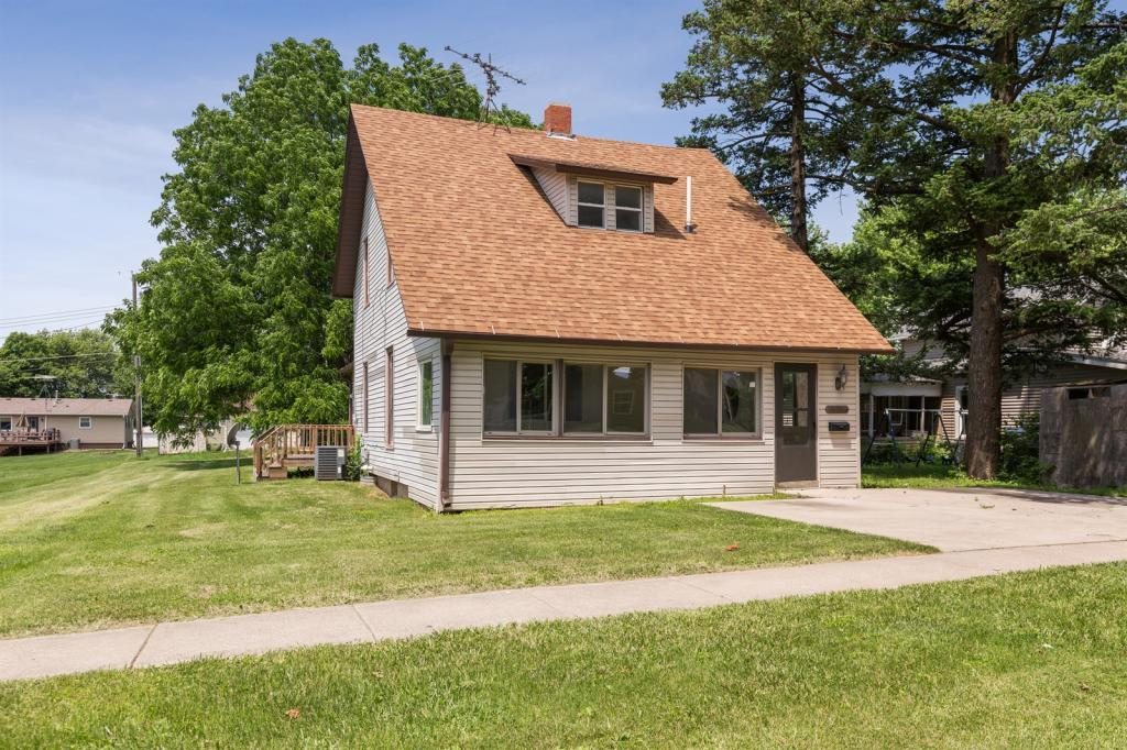 521 Spring, Grinnell, Iowa 50112-4126, 3 Bedrooms Bedrooms, ,2 BathroomsBathrooms,Single Family,For Sale,Spring,5608599