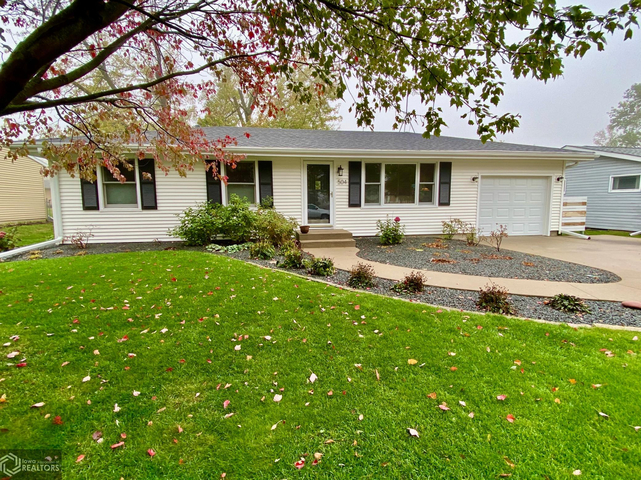 504 13th, Grinnell, Iowa 50112-2630, 3 Bedrooms Bedrooms, ,1 BathroomBathrooms,Single Family,For Sale,13th,5677619