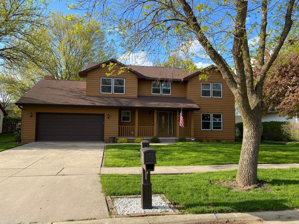 1064 Lyndhurst, Hiawatha, Iowa 52233-1800, 4 Bedrooms Bedrooms, ,2 BathroomsBathrooms,Single Family,For Sale,Lyndhurst,5565643