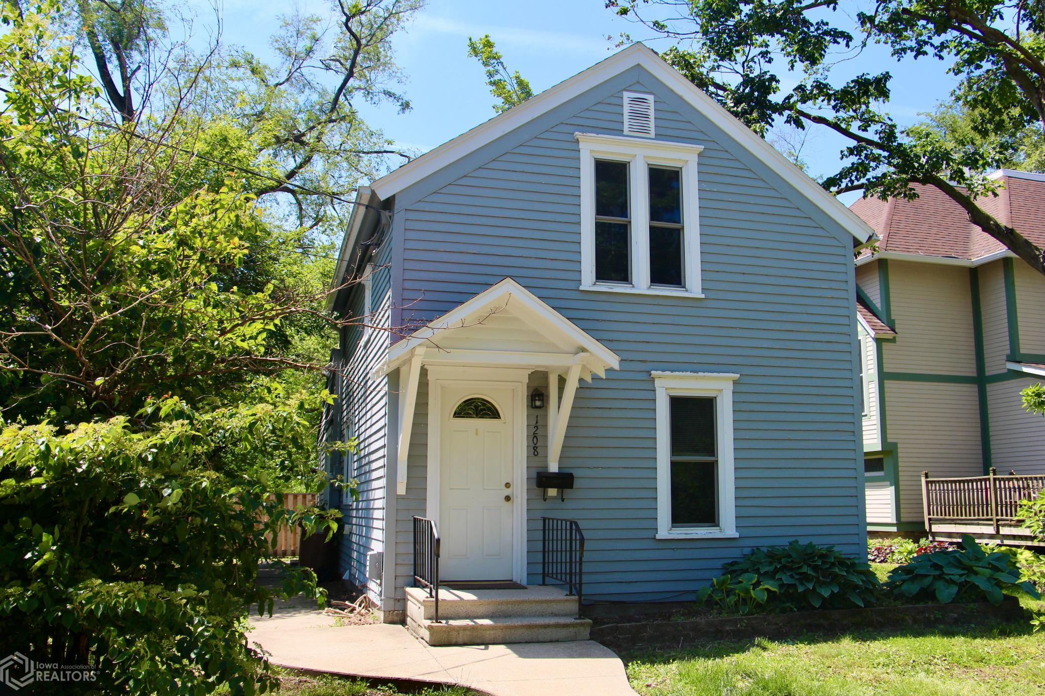 1208 3rd, Grinnell, Iowa 50112-4722, ,Single Family,For Sale,3rd,6006656