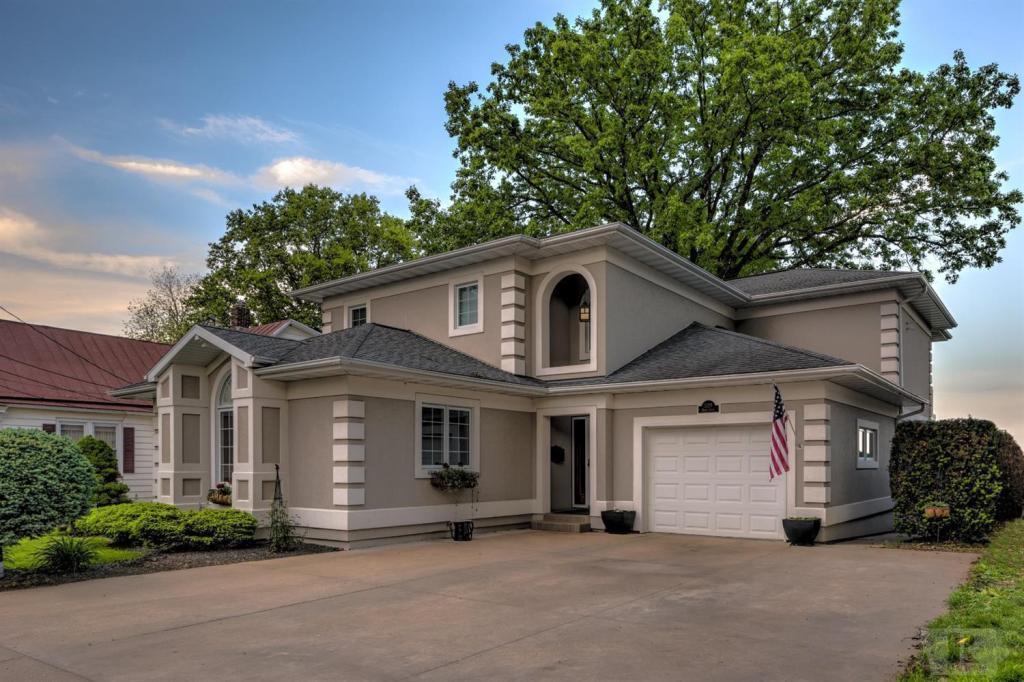 1308 6th, Burlington, Iowa 52601, 3 Bedrooms Bedrooms, ,3 BathroomsBathrooms,Single Family,For Sale,6th,5564691