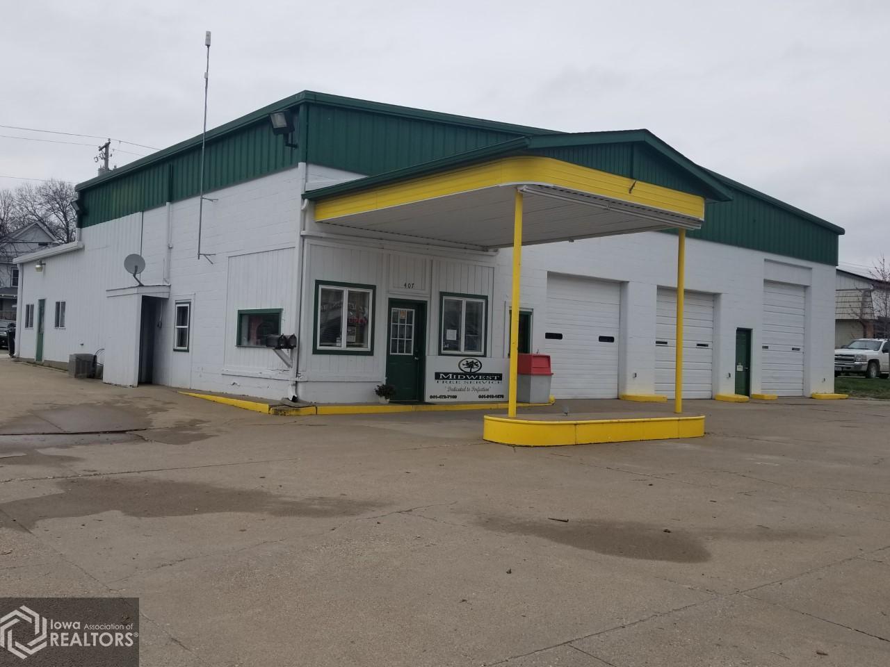 407 Burlington, Fairfield, Iowa 52556-3726, ,Commercial (5+ Units),For Sale,Burlington,5702703