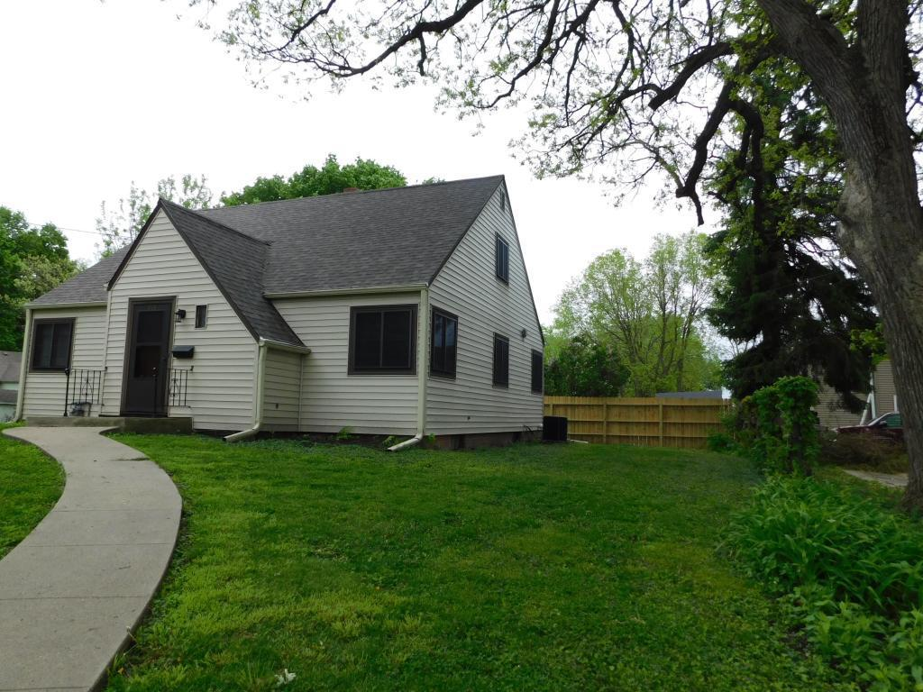 415 8th, Newton, Iowa 50208-2113, 4 Bedrooms Bedrooms, ,1 BathroomBathrooms,Single Family,For Sale,8th,5568714