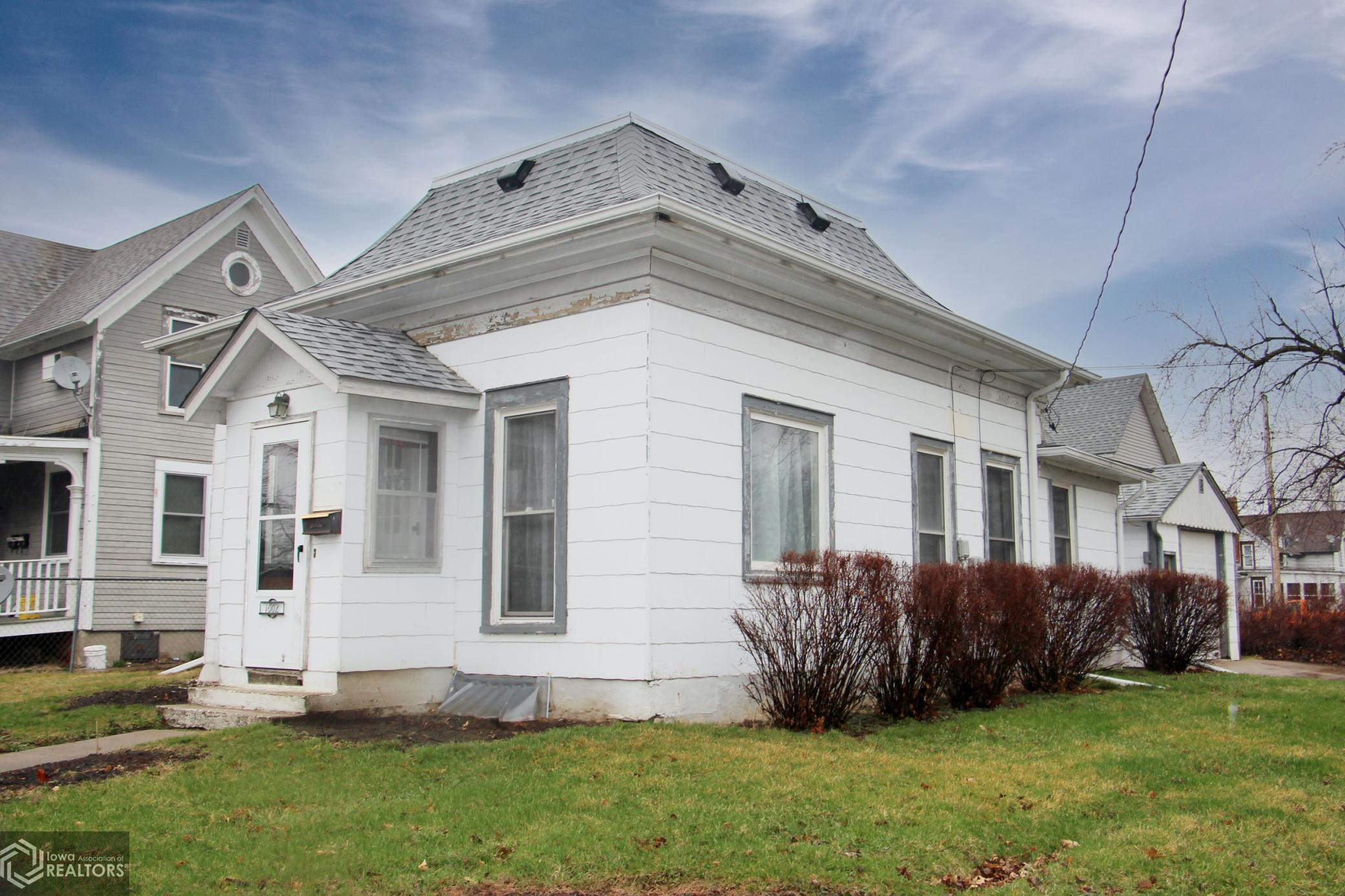 1002 Pearl, Grinnell, Iowa 50112-7425, 2 Bedrooms Bedrooms, ,1 BathroomBathrooms,Single Family,For Sale,Pearl,5723714