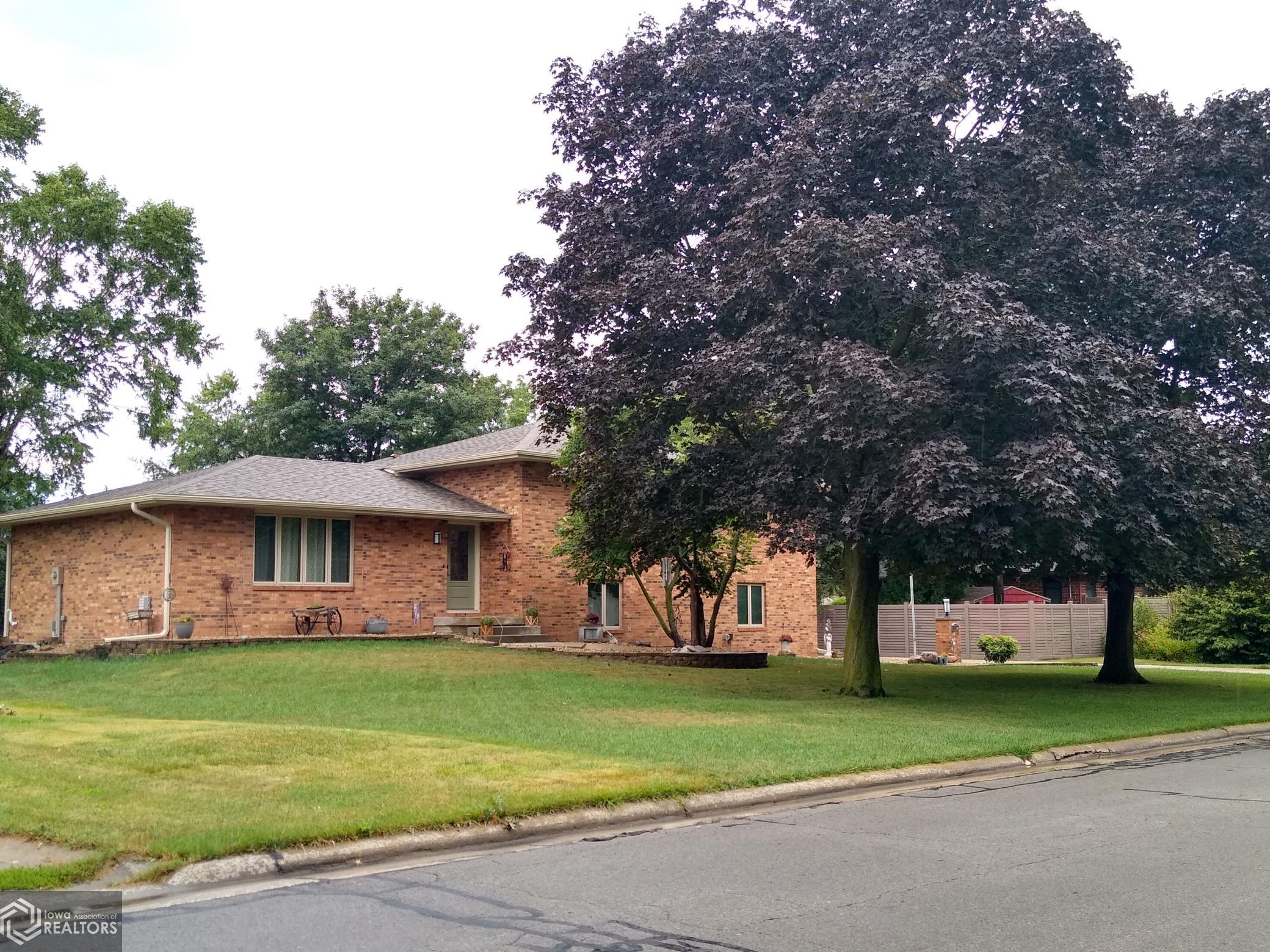 1812 10th, Grinnell, Iowa 50112, 3 Bedrooms Bedrooms, ,1 BathroomBathrooms,Single Family,For Sale,10th,6089721