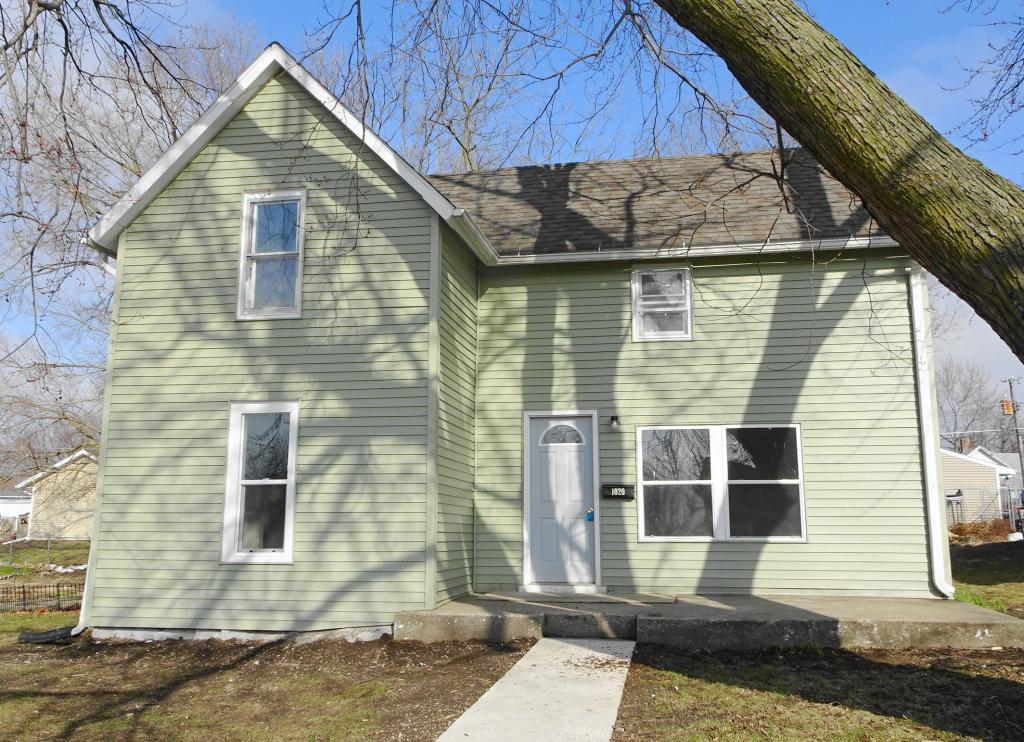 1020 Center, Grinnell, Iowa 50112, 2 Bedrooms Bedrooms, ,1 BathroomBathrooms,Single Family,For Sale,Center,5541739