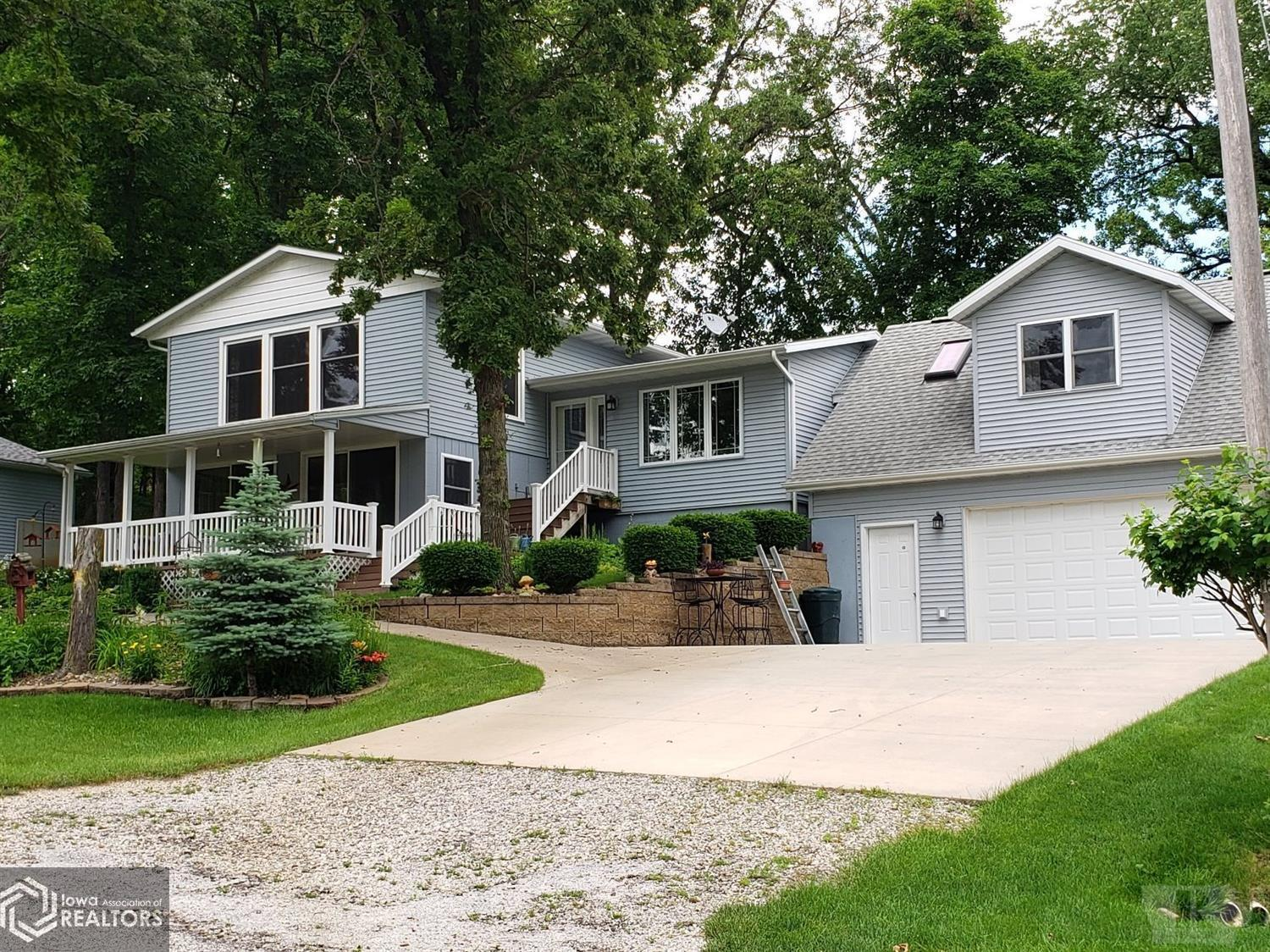 3213 Lakeshore, Brooklyn, Iowa 52211, 3 Bedrooms Bedrooms, ,1 BathroomBathrooms,Single Family,For Sale,Lakeshore,5461747