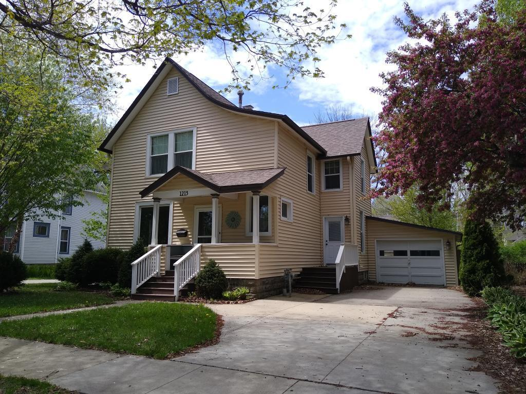 1215 Broad, Grinnell, Iowa 50112-8351, 5 Bedrooms Bedrooms, ,Single Family,For Sale,Broad,5557753