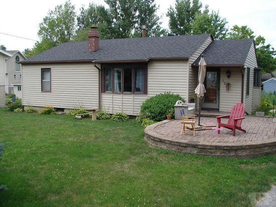 1322 Shore, Clear Lake, Iowa 50428-1236, 2 Bedrooms Bedrooms, ,Single Family,For Sale,Shore,5564760