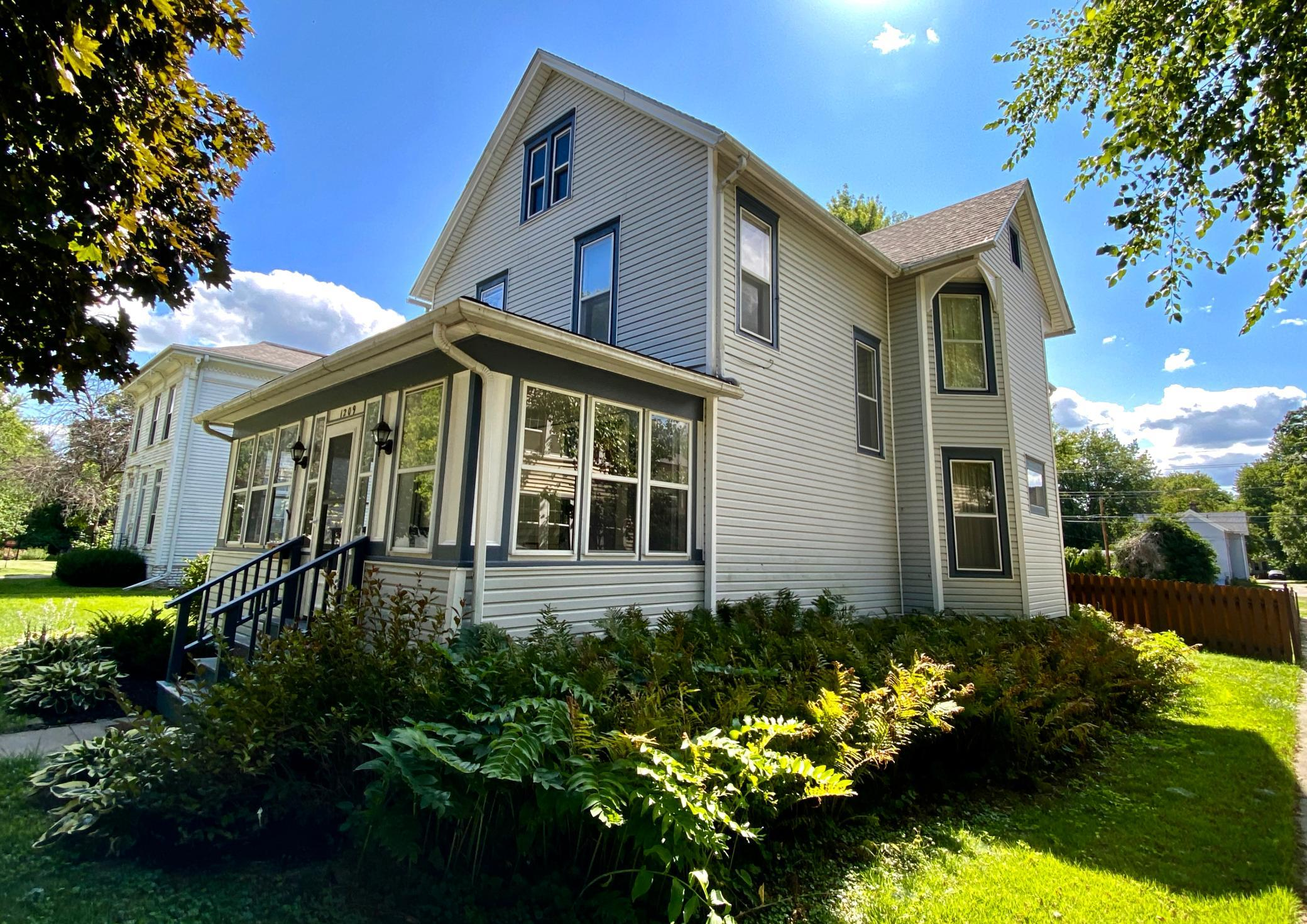 1209 Broad, Grinnell, Iowa 50112-1629, 4 Bedrooms Bedrooms, ,1 BathroomBathrooms,Single Family,For Sale,Broad,5560776