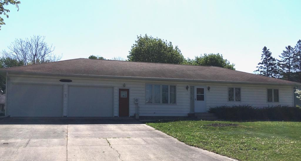 910 9th, Newton, Iowa 50208-4941, 3 Bedrooms Bedrooms, ,1 BathroomBathrooms,Single Family,For Sale,9th,5564802