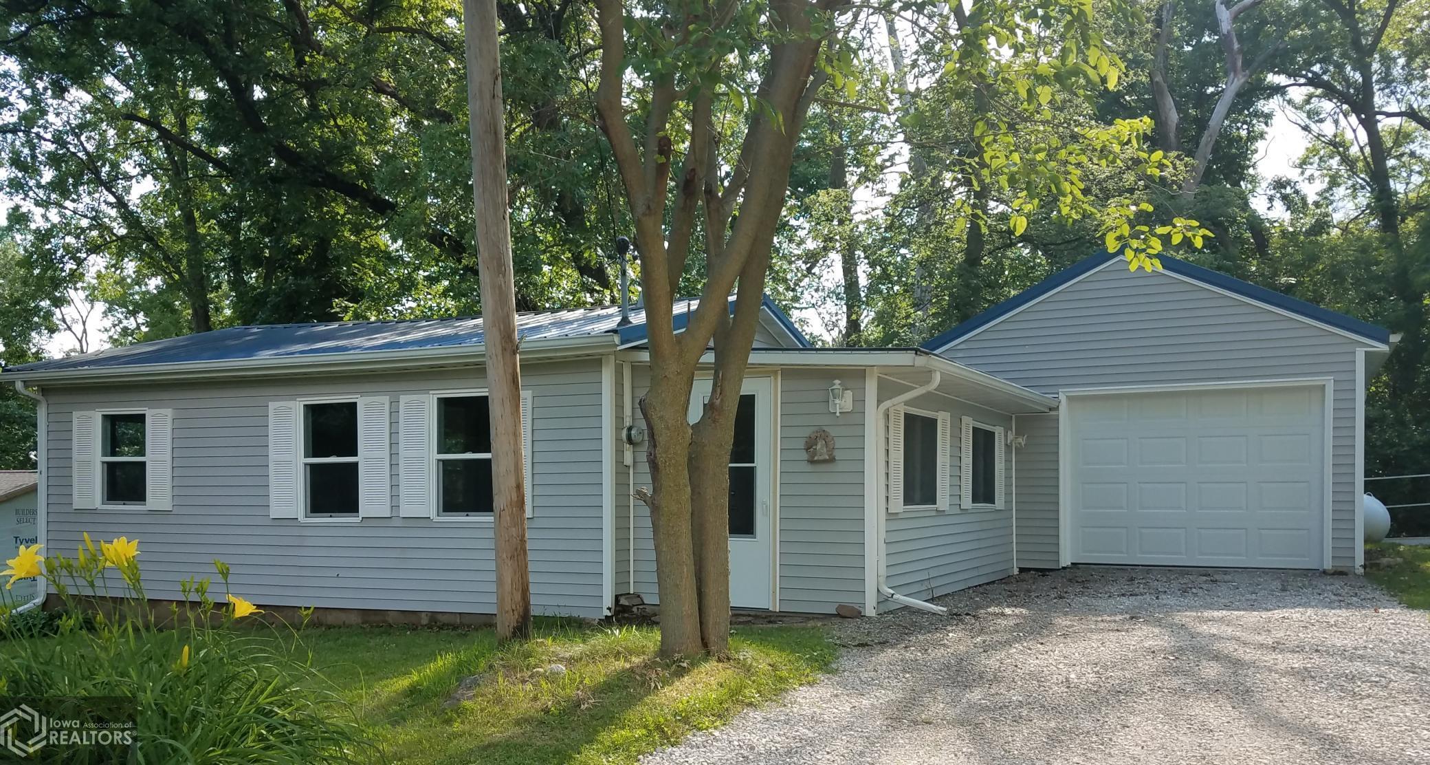 6158 Waukonda, Brooklyn, Iowa 52211-8012, 2 Bedrooms Bedrooms, ,Single Family,For Sale,Waukonda,6010809