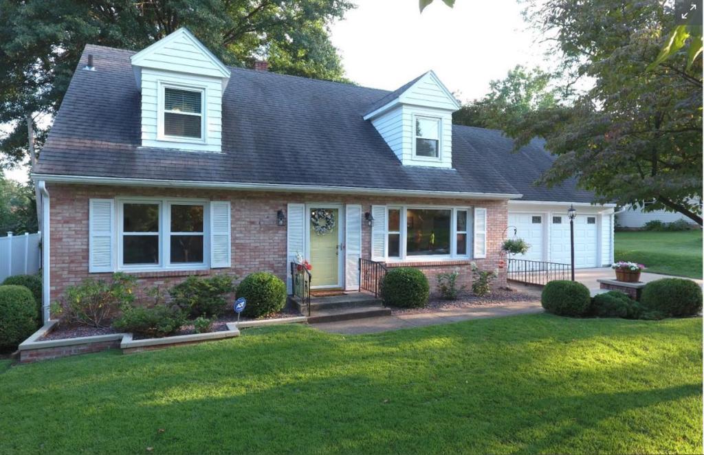 105 Greenwood, Burlington, Iowa 52601-6527, 4 Bedrooms Bedrooms, ,2 BathroomsBathrooms,Single Family,For Sale,Greenwood,5564813