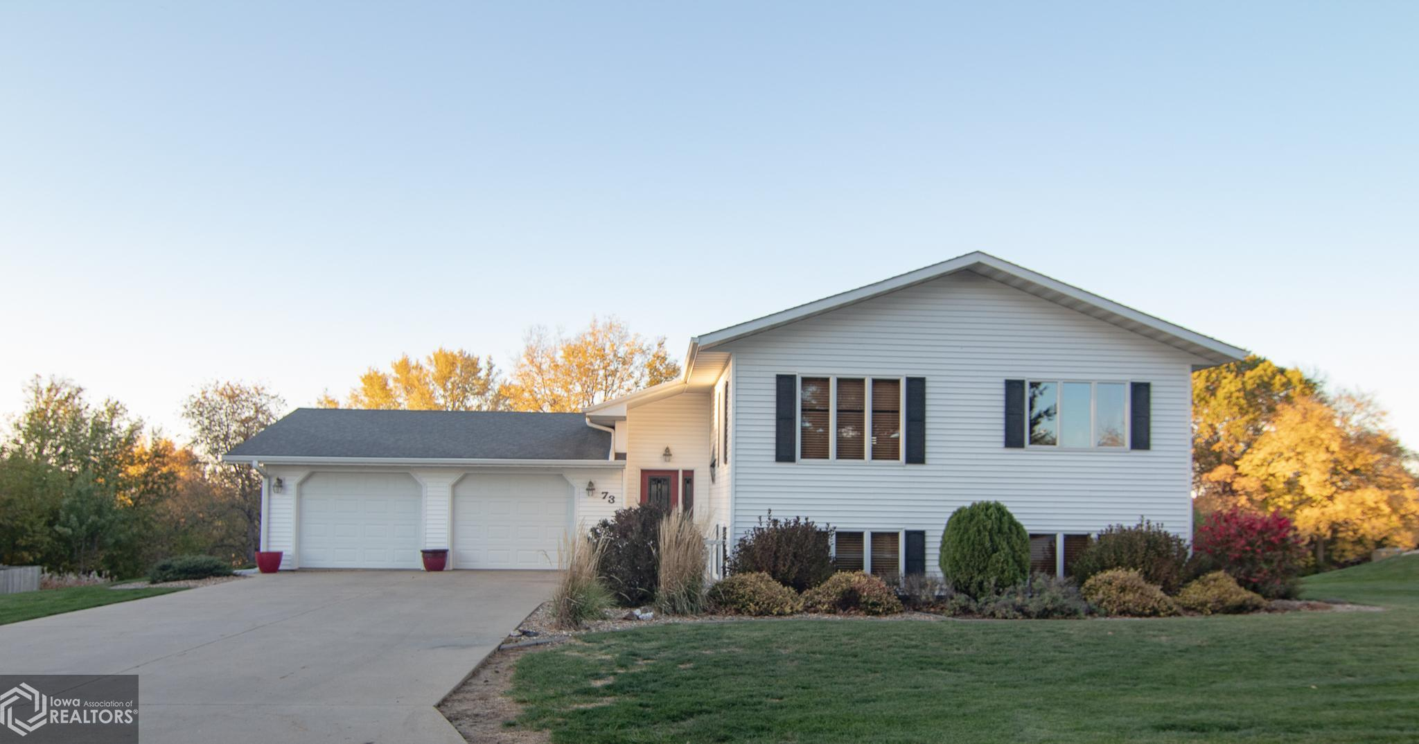 73 Fore Seasons, Grinnell, Iowa 50112-3007, 4 Bedrooms Bedrooms, ,2 BathroomsBathrooms,Single Family,For Sale,Fore Seasons,5678817