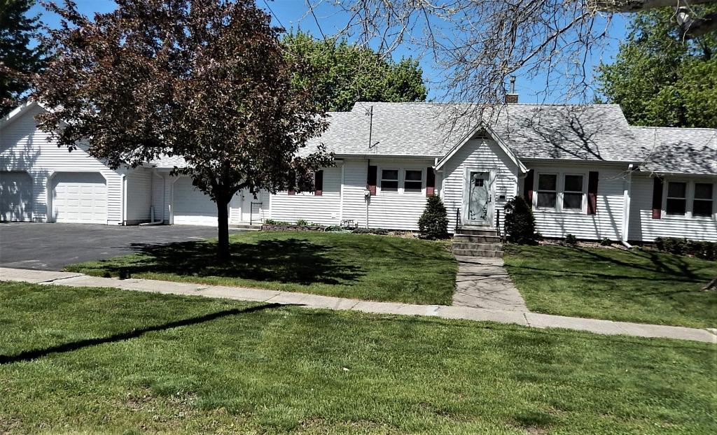 207 3rd, Humboldt, Iowa 50548-8744, 2 Bedrooms Bedrooms, ,2 BathroomsBathrooms,Single Family,For Sale,3rd,5564820