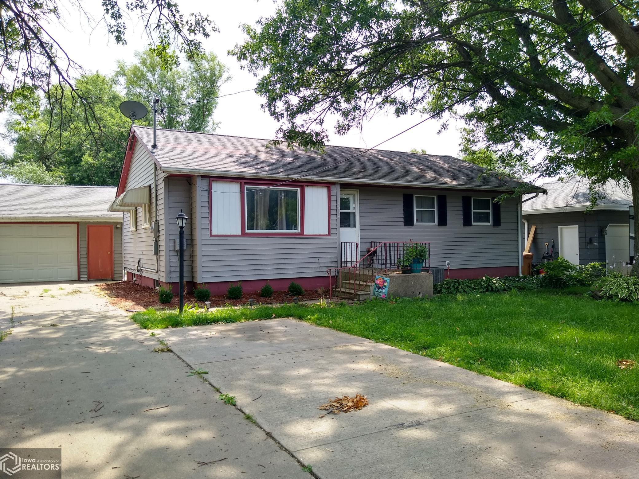 1834 4th, Grinnell, Iowa 50112-2068, 3 Bedrooms Bedrooms, ,2 BathroomsBathrooms,Single Family,For Sale,4th,6027843