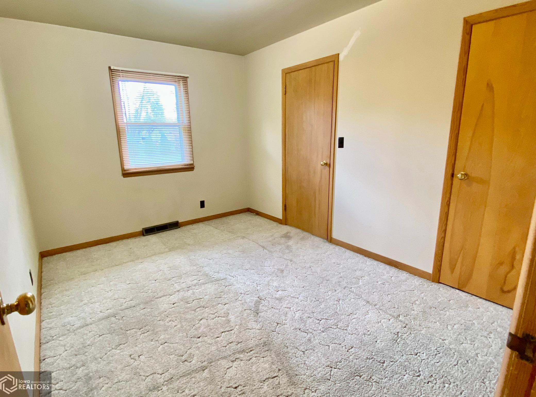 1703 7th, Grinnell, Iowa 50112-8416, 3 Bedrooms Bedrooms, ,1 BathroomBathrooms,Single Family,For Sale,7th,5674870